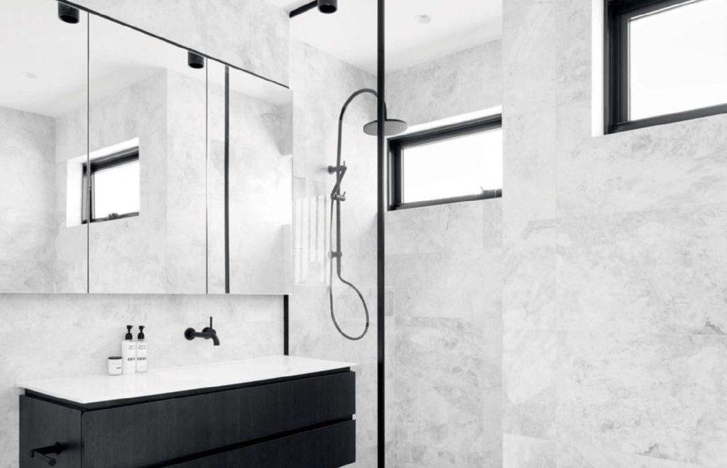 Mat zwarte badkamer stijl